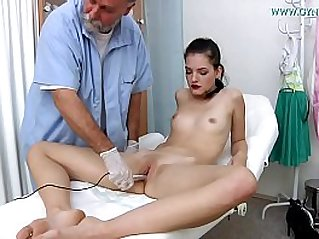 Annie Darling, 18 years old girl went to her gynecologist
